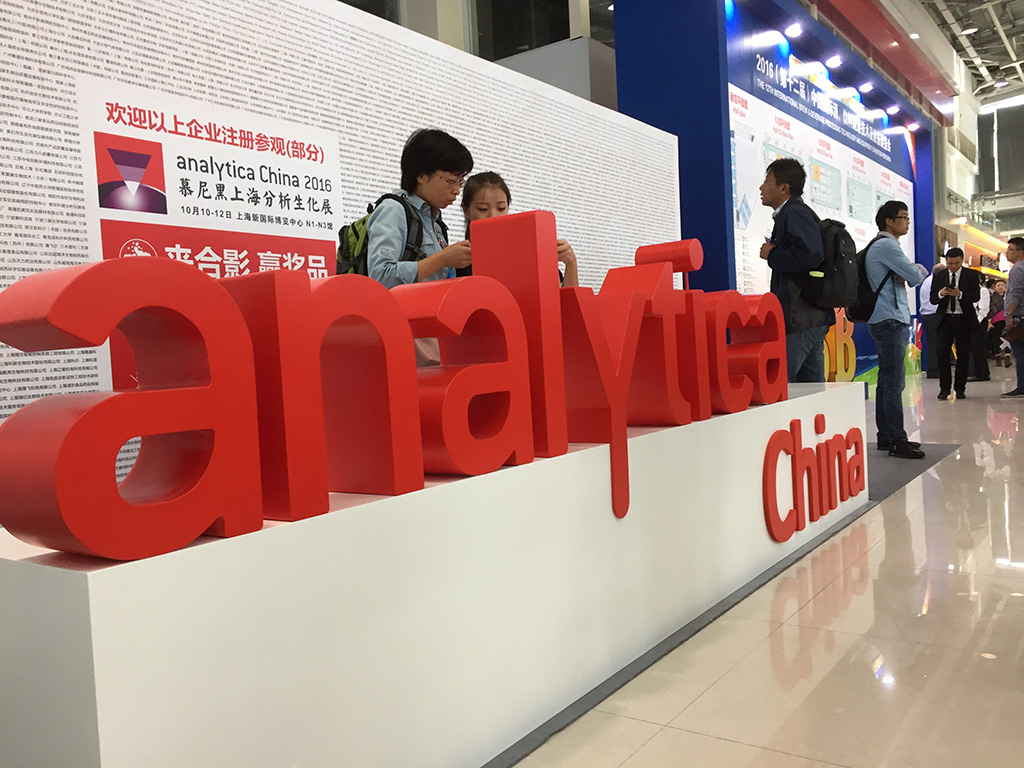 red-analytica-china-sign